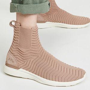 🆕 A.P.L Techloom Chelsea Sneakers Size 7